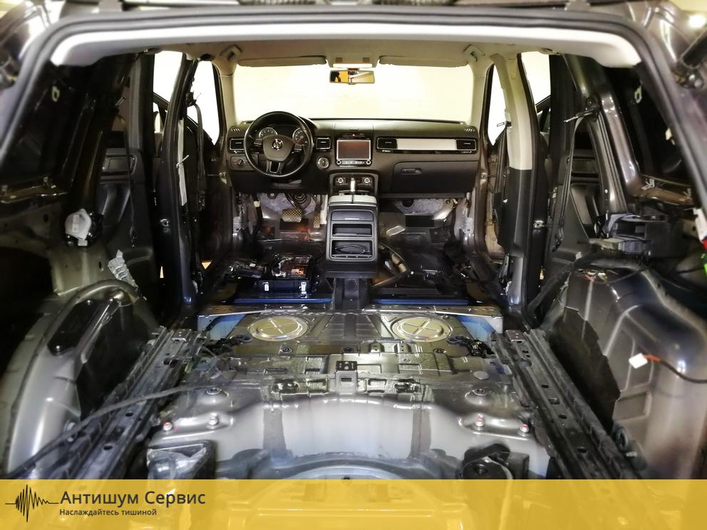 Шумоизоляция пола Volkswagen Touareg 2 (Фольксваген Туарег 2)