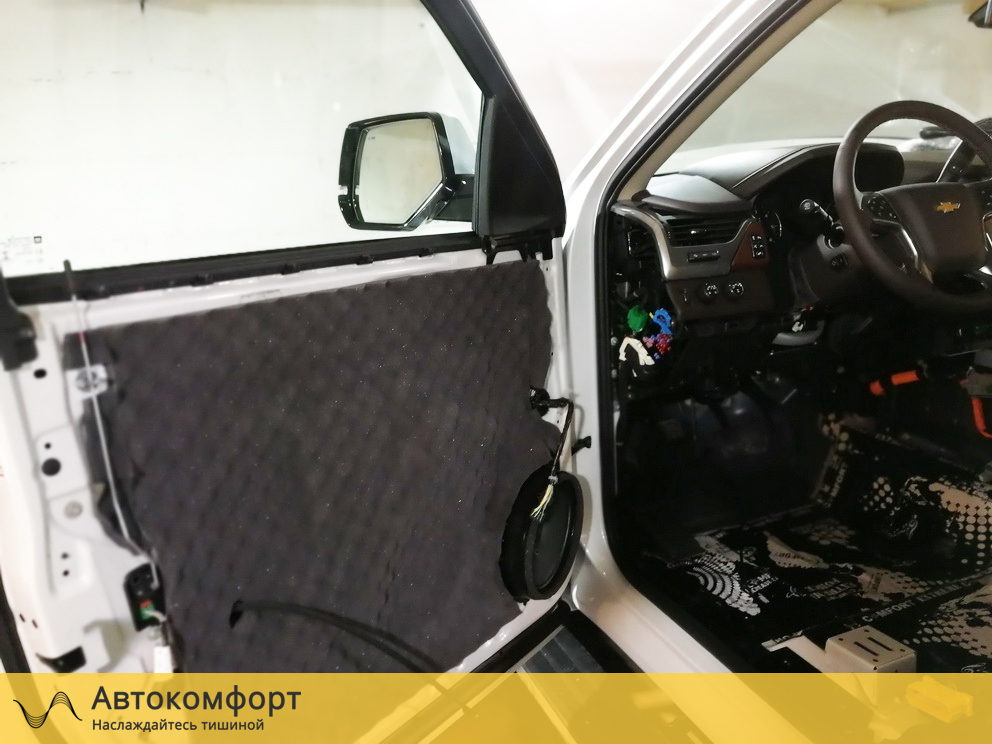 Шумоизоляция дверей Chevrolet Tahoe 4 K2UXX (Шевроле Тахо 4)