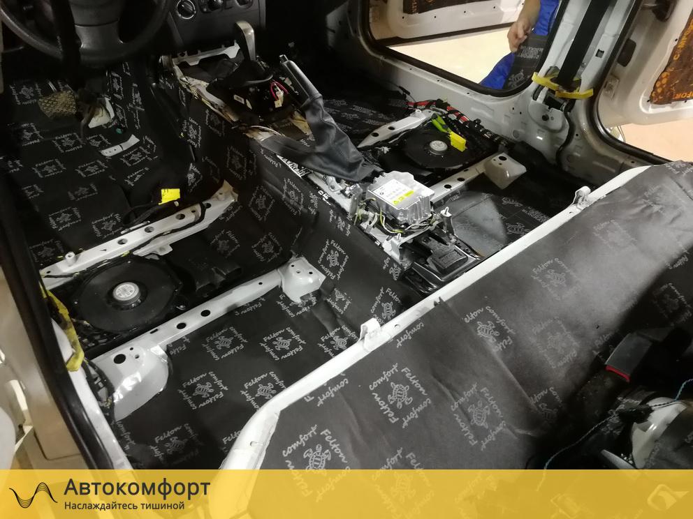Шумоизоляция пола BMW 1 series E87 (БМВ 1 серии Е87)