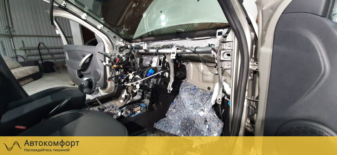 Шумоизоляция торпедо и моторного щита Renault Sandero Stepway