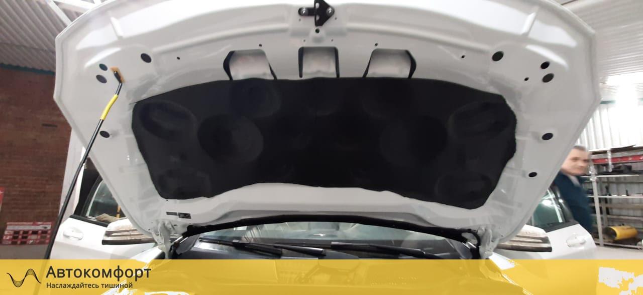 Шумоизоляция капота Mercedes GLA W156