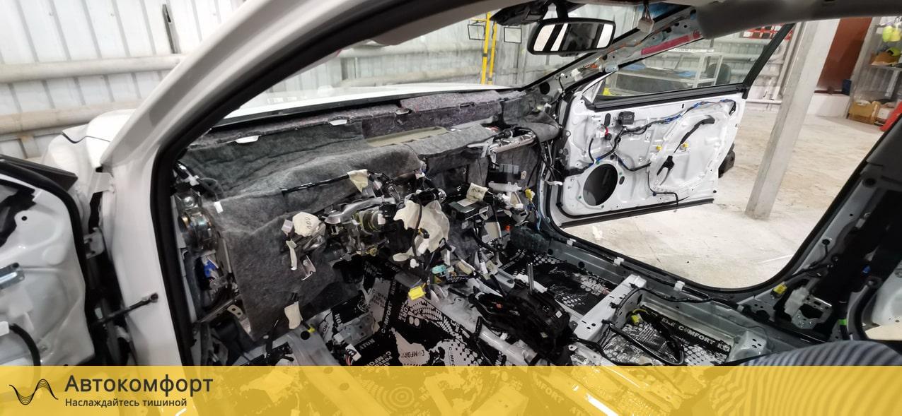 Шумоизоляция торпедо Toyota Camry V70 (Тойота Камри В70)