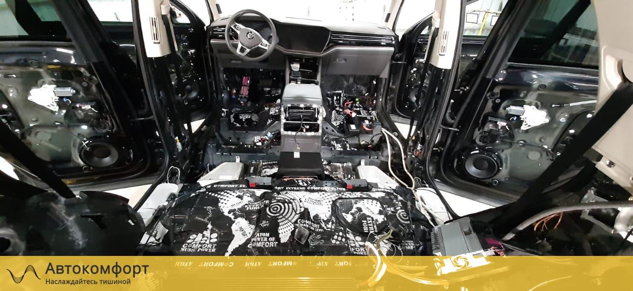 Шумоизоляция пола Volkswagen Touareg 3