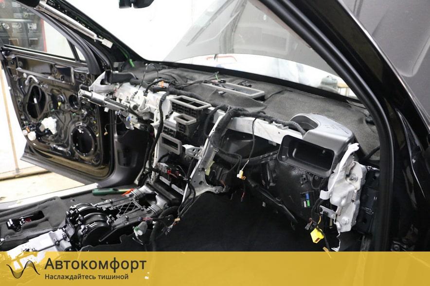 Шумоизоляция торпедо и моторного щита Volkswagen Touareg 3