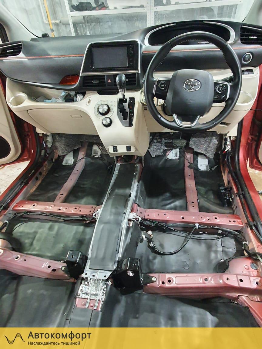 Шумоизоляция пола (днища) Toyota Sienta 2   Тойота Сиента II