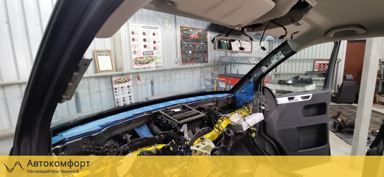 Шумоизоляция торпедо и моторного щита Volkswagen Multivan T5 и T6.1
