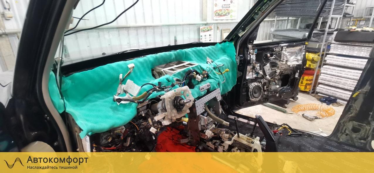 Шумоизоляция торпедо и моторного щита Mitsubishi Pajero 4